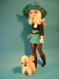 new look Sindy wearing mini gear and floppy hat, with Ringo. Vintage Girls, Vintage Barbie, Vintage Toys, Suzy, Tammy Doll, Vintage Mannequin, Sindy Doll, How To Make Clothes, Doll Parts