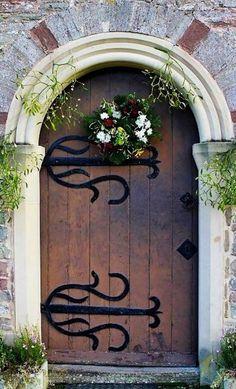 Eglse de St. John of Jerusalem, Bolstone, Herefordshire, Angleterre #photo #porte #door #voyage #travel  Via http://beautiful-portals.tumblr.com/post/53763515015/the-church-of-st-john-of-jerusalem-ford