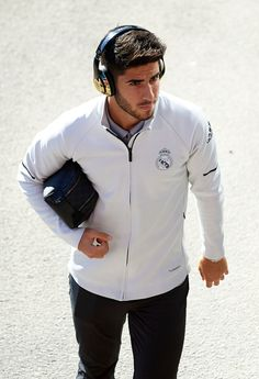 GIRONA, SPAIN - OCTOBER 29:  Marco Asensio of Real Madrid arrives for the La Liga match between Girona and Real Madrid at Municipal de Montilivi Stadium on October 29, 2017 in Girona, Spain.  (Photo by Manuel Queimadelos Alonso/Getty Images)