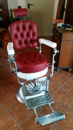 Barber Shop Chairs, Barber Shop Decor, Barber Chair, Industrial Design Furniture, Vintage Furniture, Furniture Design, Barbershop Design, Bicycle Shop, Close Shave