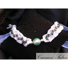Gargantilla en organza blanca trenzada con hilo verde, ágata facetada verde y blanca engarzada con bolas de plata