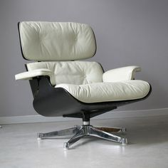 Vintage Charles and Ray Eames Lounge Chair 670