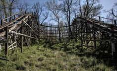 Image from https://res.cloudinary.com/roadtrippers/image/upload/c_fill,h_316,w_520/v1387837684/abandoned-williams-grove-amusement-park-106857.jpg.