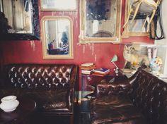Derriere Restaurant Fumoir. Quirky restaurant in Paris