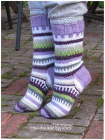 Tällaisia helppoja kuvioita jämälangoista. Ihan hauska lopputulos ja jämälankavarasto väheni taas aavistuksen. Mietin, että näihin sukkiin ...