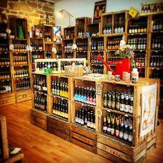 *ventes de caisses* - *crate shop* contact : lartdelacaisse@gmail.com  Aménagement de la Cave à bière Madame Mouss'tache !