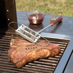 Afblijven van mijn schnitzel, anders haal ik de BBQ branding tool en maak door mijn brandmerk duidelijk welk stuk vlees van mij is.