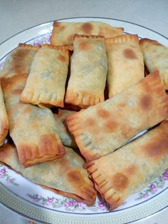Greek Pastries, Pita Pizzas, Pitta, Spanakopita, Greek Recipes, Apple Pie, Bread, Snacks, Baking