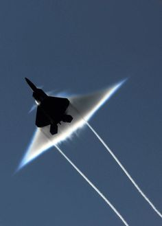 airows:    (via Incredible Photos Of Airplanes Breaking The Sound Barrier « Airows)