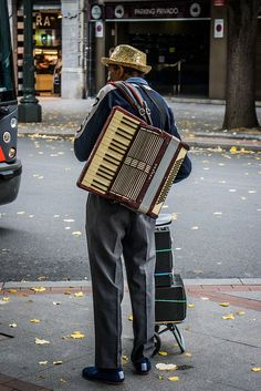 street musician by Grodenaue, via Flickr
