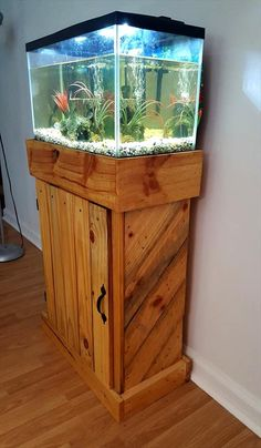 diy aquarium furniture stands are an integral part of every aquatic system. The aquarium stand should be sturdy so that it can bear the weight of a filled a. Wooden Pallet Projects, Wooden Pallet Furniture, Pallet Crafts, Wooden Pallets, Pallet Couch, Pallet Wood, Table Aquarium, Diy Aquarium Stand, Aquarium Design