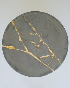 How to make a concrete coffee table with gold leaf KINTSUGI techniques to fix cracks. Ceramic Tableware, Ceramic Art, Kitchenware, Wabi Sabi, 7 Arts, Concrete Coffee Table, Gold Leaf Art, Cement Crafts, Kintsugi