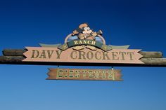 The Davy Crockett Ranch is a fantastic way to experience Disneyland Paris with children. Go Disneyland, Davy Crockett, Entrance Sign, Disney Hotels, Chevrolet Logo, Family Travel, Ranch, History, Prints