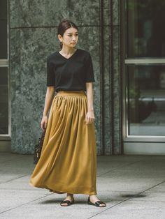 このほどよく艶があって高級感がある ボリュームスカートが最近お気に入り。 少しくすんだイエローにした