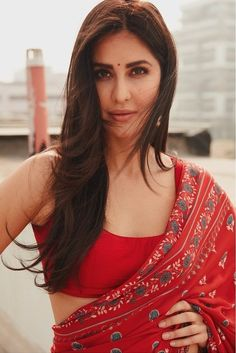 Katrina Looks Smouldering In Her Red Saree Avatar! Purple Saree, Red Saree, Sari, Katrina Kaif, Bollywood Fashion, Bollywood Actress, Indian Bollywood, Saree Hairstyles, Saree Styles
