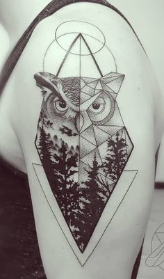 As 200 Melhores Tatuagens de Coruja [Femininas e Masculinas] | TopTatuagens Arm Tattos, Forearm Tattoos, Body Art Tattoos, Tatoos, Mens Owl Tattoo, Elefante Tattoo, Geometric Owl Tattoo, Owl Moon, Norse Tattoo