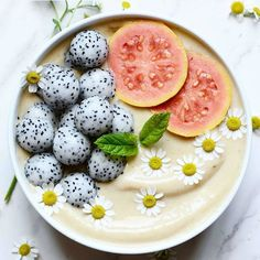 Such a stunning smoothie bowl!!! Please tag the creator so that we can find out the recipe!  #smoothie #smoothiebowl #vitamins #eatclean #foodie #foodstyling #foodphotography #eatclean #fruit #dragonfruit #pretty #breakfast #lunch