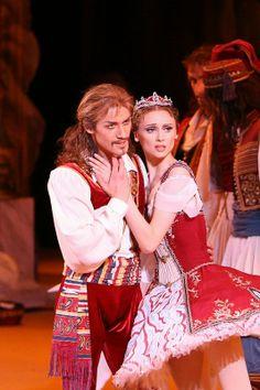 Svetlana Zakharova and partner in Le Corsaire; Bolshoi Ballet and Opera Theatre, Moscow, Russia
