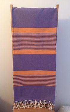 Fouta traditionnelle tunisienne en coton Pratique, elle sèche vite et ne prend… Striped Bedding, Turkish Towels, Stripes Fashion, Color Stories, Dish Towels, Beach Towel, Bed Sheets, Loom, Hand Weaving