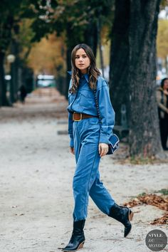 If the streets of Paris have a reputation for regularly supplying the chicest kind of outfit inspiration, during Fashion Week in the City of Light, you can Street Style Edgy, Spring Street Style, Street Style Looks, Street Chic, Street Fashion, Spring Style, Winter Style, Botas Western, All Jeans