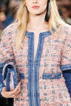 The complete Chanel Fall 2016 Ready-to-Wear fashion show now on Vogue Runway. 2016 Fashion Trends, Fashion Week, Fashion Show, Fashion Outfits, Chanel Style Jacket, Chanel Brand, Denim Jacket Fashion, Shirt Makeover, Chanel Fashion