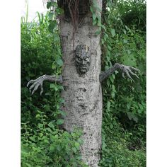 Spooky Living Tree DecorMake the tree in your yard look alive! Add this scary head and arms to give your tree a whole new character. Uses plastic picture hanger Creepy Halloween Decorations, Halloween Trees, Outdoor Halloween, Halloween Projects, Diy Halloween Decorations, Holidays Halloween, Halloween Diy, Vintage Halloween, Decoration Party