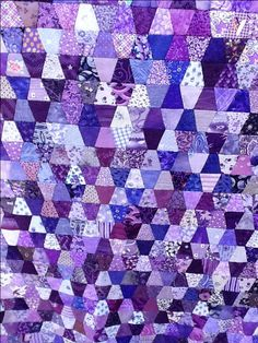 Purple Tumbler Quilt Clover likes this one Quilting Board, Quilting Ideas, Quilt Patterns, Flag Quilt, Patch Quilt, Tumbling Blocks Quilt, Quilt Blocks, Tumbler Quilt, Purple Quilts