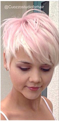 Great cut Source by Funky Short Hair, Short Blonde, Short Hair Cuts, Short Hair Styles, Funky Hairstyles, Crown Hairstyles, Pretty Hairstyles, Haircut And Color, My Hairstyle