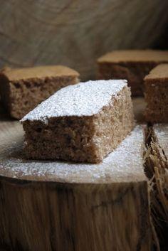"""Um bolo, para """"amantes"""" de canela. Um bolo delicado, simples, em sabor e textura fofa. Este bolo é óptimo se precisarmos de fazer u..."""
