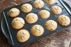 Fast, simple and delicious oatmeal raisin muffins. Oatmeal Raisin Muffins, Coconut Muffins, Magpie, Cookies, Breakfast, Kitchen, Desserts, Food, Coconut Flour Muffins