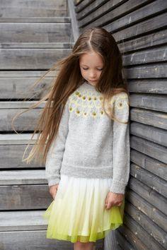 Pt 154-11 - Rundfelt genser | Rauma Garn Girls Dresses, Flower Girl Dresses, Lace Skirt, Tulle, Knitting, Wedding Dresses, Skirts, Fashion, Threading