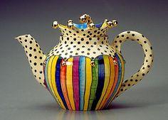English Roses & Wildflowers tea pot by estela - Narin Naru Pottery Teapots, Ceramic Teapots, Porcelain Ceramics, Ceramic Pottery, Ceramic Art, Bistro Design, Tee Set, Keramik Design, Teapots Unique