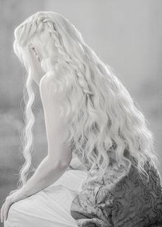 daenerys targaryen//khaleesi from game of thrones (emilia clarke)