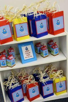 Lembrancinhas da Galinha Pintadinha sacolinhas surpresa personalizadas Farm Birthday, Happy Birthday, Nerf Cake, Lottie Dottie, Rubber Ducky Baby Shower, Baby Party, Birthday Decorations, Art Day, Alice