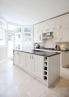 Travertine floors, white cabinets and black countertops Kitchen Worktop, Kitchen Tiles, Kitchen Flooring, Kitchen Island, Kitchen Unit Doors, Kitchen Cupboards, Home Decor Kitchen, New Kitchen, Kitchen Design