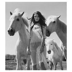 Hello Sunday....inspiration from #whitehorses and the stunning #rosiehuntingtonwhiteley Xx #LITTLEJOEWOMAN #ModelOffDuty #RockChic #HauteHippy #Model #Style