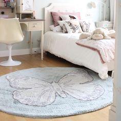 Las alfombras de Lorena canal están pensadas para hacernos la vida más fácil, para casas vividas como las que nos gustan en No Place Like Home. Si se ensucian, no pasa nada, son super fáciles de lavar en tu lavadora de casa. Además son ecofriendly, se fabrican el algodón 100% con tintes libres de tóxicos.