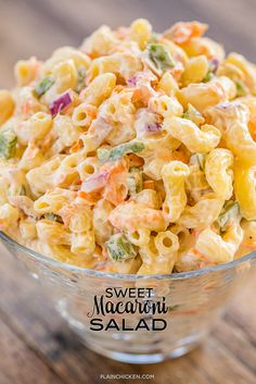 Sweet Macaroni Salad - seriously THE BEST macaroni salad EVER! I took this to a potluck and it was the first thing gone. Everyone asked fo. Best Macaroni Salad, Sweet Macaroni Salad Recipe, Elbow Macaroni Recipes, Amish Macaroni Salad, Chicken Macaroni Salad, Hawaiian Macaroni Salad, Macaroni Salads, Best Ever Pasta Salad, Mac Salad Recipe