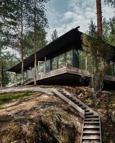"""Joanna Laajisto sanoo Instagramissa: """"If there is something in my career I am proud of, it's designing this house. It is carefully thought out and built. Sheltered by trees…"""" Forest Cabin, Forest House, Light Gray Paint, Lakeside Cabin, Weekend House, Wood Stairs, Spanish House, Modern Rustic, House Tours"""