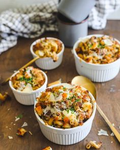 Old Bay Lobster Mac N Cheese in Ramekins garnished with cheese and parsley Bacon Mac And Cheese, Lobster Mac And Cheese, Macaroni And Cheese, Cheesy Pasta Recipes, Cheese Recipes, Seafood Recipes, Bbq Menu, Cheesy Sauce, Creamed Spinach