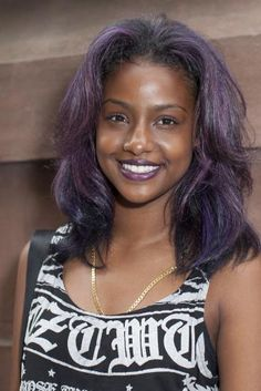 ♥ OMG! I'M IN LOOOOOOVE!!!!! SHE'S DARK SKIN, SHE'S BEAUTIFUL, AND HER HAIR IS PURPLE AND BLACK!!!!! *SQUEEEEE*
