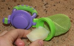 this is the best thing ever for teething. ice cubes work great, How to make a breast milk popsicle: natural remedy for teething pain use w frozen strawberry or banana as options also. or pudding. this thing is a life saver Teething Remedies, Baby Eating, Breastfeeding And Pumping, Baby Health, Baby Time, Homemade Baby, Baby Hacks, Everything Baby, My Baby Girl