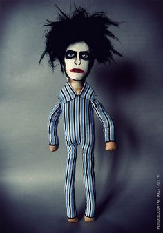 Robert Smith / Version Lullaby by MEDIODESCOCIDO