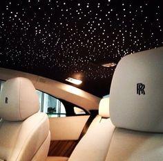 Toit Rolls Royce Toit Rolls Royce Source by trigofitness Rolls Royce Wraith Black, White Rolls Royce, Rolls Royce Cars, Maserati, Ferrari F40, Lamborghini, Rolls Royce Phantom Interior, Rolls Royce Interior, Kylie Jenner Car