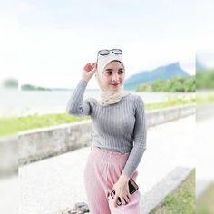 Girl in Hijab Casual Hijab Outfit, Hijab Chic, Hijabi Girl, Girl Hijab, Beautiful Hijab Girl, Kebaya Hijab, Moslem, Arab Girls Hijab, Muslim Women Fashion