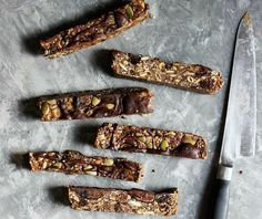 Superfood nut free granola bars made with toasted quinoa, oats, dried figs… Bite Size Breakfast, Sweet Potato Breakfast, Breakfast Bars, Vegan Breakfast, Breakfast Recipes, Nut Free Granola Bar Recipe, Healthy Granola Bars, Gluten Free Snacks, Gluten Free Baking