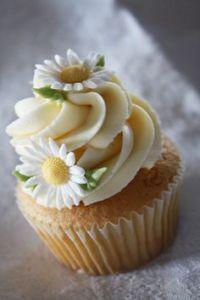 Ideas For Cupcakes Decorados Ideas Sweets Daisy Cupcakes, Pretty Cupcakes, Beautiful Cupcakes, Yummy Cupcakes, Wedding Cupcakes, Spring Cupcakes, Fondant Flower Cupcakes, Sunflower Cupcakes, Unicorn Cupcakes