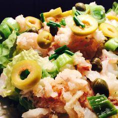 Uveče volim laganija jela. Količina nije bitna, već svežina. Ovog puta sam spremila salatu sa poširanim oslićem.