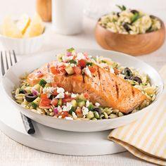 Saumon à la grecque - 5 ingredients 15 minutes Confort Food, Cooking Recipes, Healthy Recipes, Fish And Seafood, Fish Recipes, Summer Recipes, Cobb Salad, Meal Prep, Meal Planning