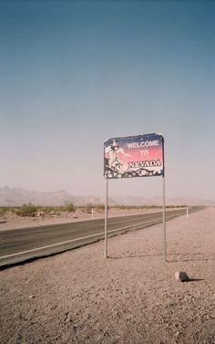 ☯ Cult Queen ☯ nevada desert taking you to las vegas. Fallout New Vegas, Fallout Game, Las Vegas, Bon Point, Nevada Desert, Villas, Pokerface, Desert Dream, Wanderlust
